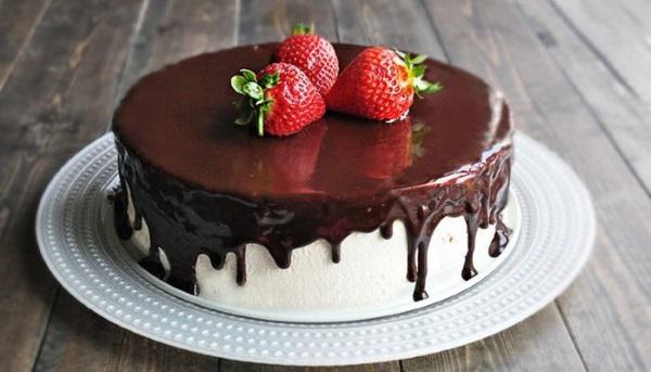 Шоколадная глазурь для торта из какао. Как варить из молока, шоколада, сметаны, сливок, сгущенки. Рецепты с фото