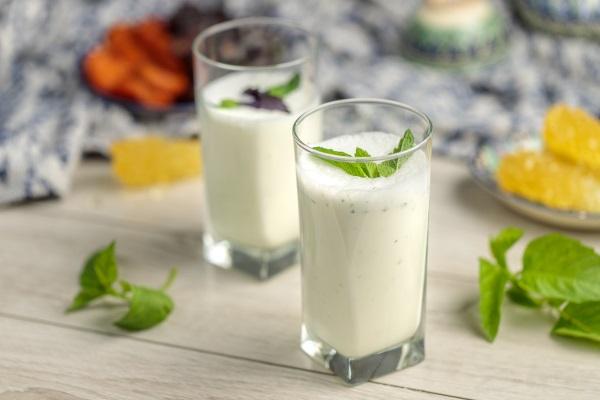 Айран: польза и вред для организма, рецепты приготовления кисломолочного напитка в домашних условиях