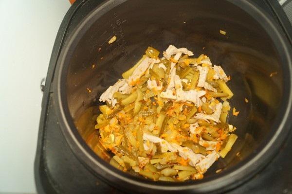 Рассольник с перловкой и солеными огурцами, рисом. Рецепт на зиму в банках, классический, с томатной пастой, помидорами, свежими огурцами