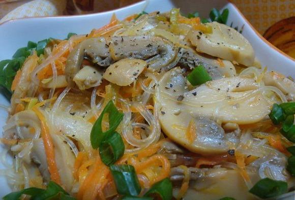 Фунчоза. Рецепт салата с курицей и овощами, по-корейски, лапша с морепродуктами, грибами, говядиной. Калорийность, польза и вред