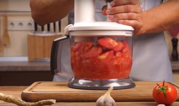 Хреновина с помидорами и чесноком на зиму, классический рецепт, как сделать острую закуску, вкусная домашняя, соус