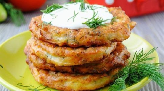 Как приготовить оладьи из кабачков на сковороде, в духовке, мультиварке, быстро и вкусно с чесноком, манкой, фаршем, сыром, без муки, яиц
