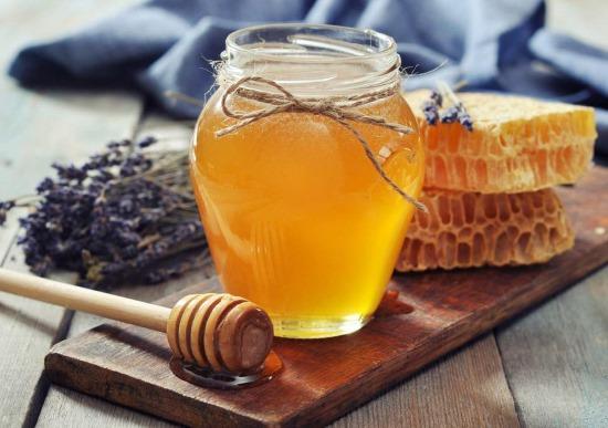 Проверка меда на натуральность с помощью: йода, воды и тарелки, химического карандаша, огня, на сахар