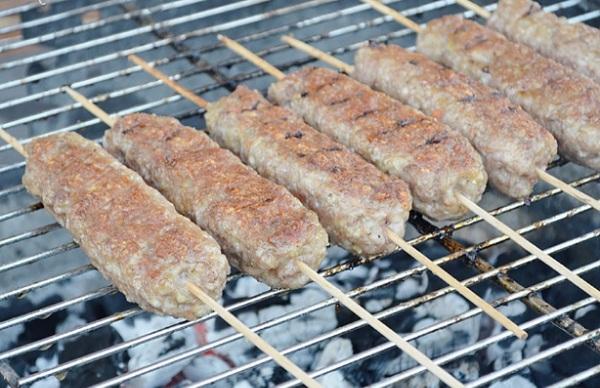 Люля-кебаб. Как приготовить в духовке, на сковороде, мангале, шампурах из баранины, говядины, курицы, свинины. Рецепты