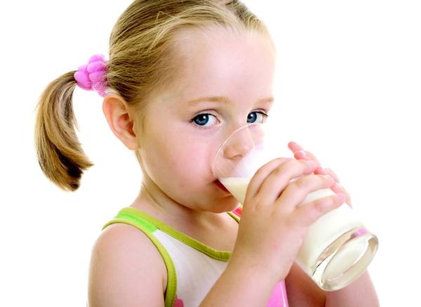 Коровье молоко домашнее. Жирность, польза и вред для ребенка, взрослого, пожилых людей